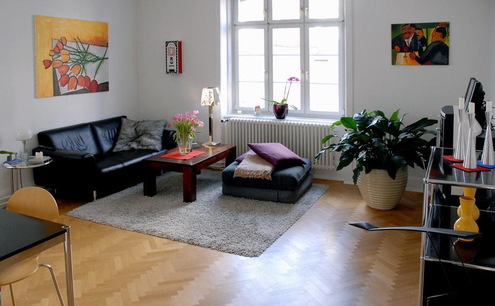 Top Gepflegte 2 Zimmer Altbauwohnung Mit Balkon VERKAUFT